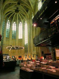 Maastricht - Boekhandel in de Dominicanerkerk