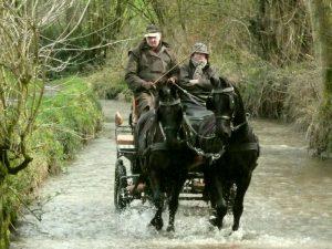 Met de paardenkoets over wegen en door riviertjes