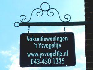 Uithangbord bij Vakantiewoningen 't Ysvogeltje