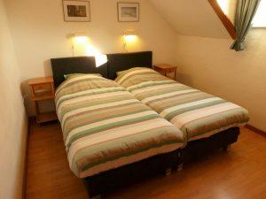 Slaapkamers met 2 boxsprings in de woningen Roodborstje, Boerenzwaluw en Koolmeesje.